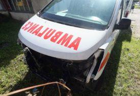 NESVAKIDAŠNJA NESREĆA U ZAGREBU Autom uletio na terasu restorana, dvije osobe povrijeđene