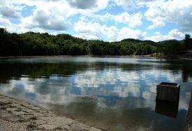 UŽAS U BILEĆI Na obali jezera pronađeno tijelo nepoznatog muškarca