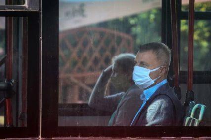 """""""POMISLILA SAM DA JE PLJAČKA"""" Muškarac ušao u autobus bez maske, policija intervenisale sa TRI PATROLE"""