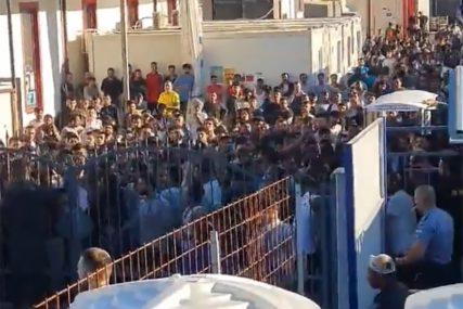 POLICIJA IMALA PUNE RUKE POSLA Teško povrijeđen migrant iz Avganistana nakon tuče u kampu