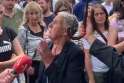 """""""SRAM IH BILO, FUKARE!"""" Majka predsjednika Opštine Budva bijesna nakon hapšenja sina"""