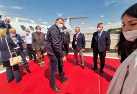 POZVAO GA PUTIN Dodik stigao u Moskvu, dočekala ga ruska delegacija, uz najviše državne počasti
