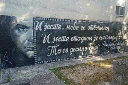 PAMTE GA GENERACIJE Nakon Glogovca mladi umjetnik nacrtao mural OMILJENOG NASTAVNIKA (FOTO)