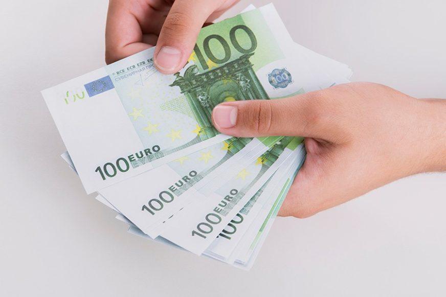 SPRIJEČENO KRIJUMČARENJE NOVCA Više od 170.000 evra ušiveno u postavu prsluka