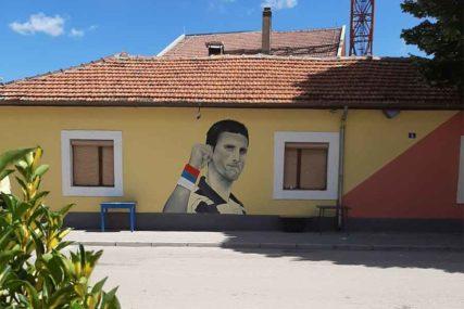 GEST POŠTOVANJA ZA SRPSKOG ASA Mural Novaka Đokovića krasi centar Ljubinja