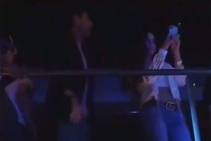 ĐOKOVIĆ IZAŠAO U PROVOD Prvi teniser planete pokazao plesno umijeće u noćnom klubu (VIDEO)