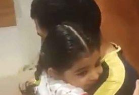 KAKVE SU TO EMOCIJE Dirljiv susret kćerkice i oca koji mjesecima nije vidio dijete (VIDEO)