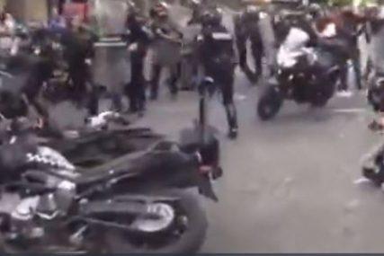 NEMIRI ŠIROM MEKSIKA Demonstranti gađali kamenjem ambasadu Amerike