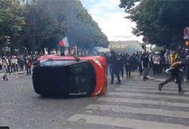 NEMIRI NA DEMONSTRACIJAMA Policija ispalila suzavac na okupljene (VIDEO)