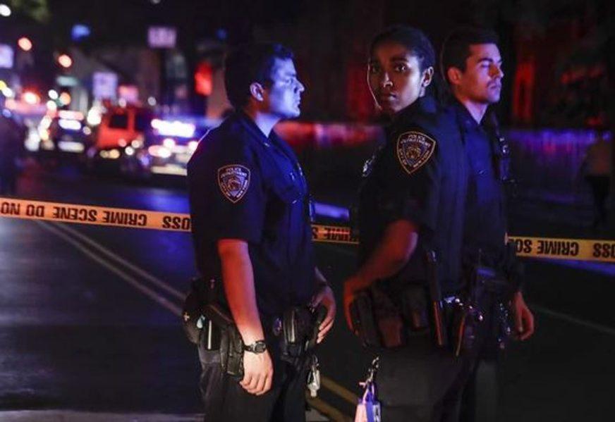 PUCNJAVA U TEKSASU Muškarac ispred noćnog bara ranio osam osoba