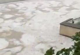 POPLAVLJEN CENTAR GRADA Nevrijeme praćeno vjetrom, kišom i gradom pogodilo Gradačac (FOTO,VIDEO)