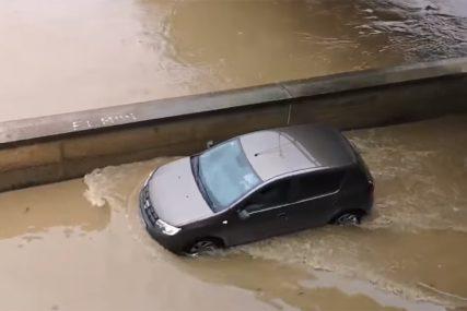 IZA GRAĐANA BESANA NOĆ Bosna izlila u Maglaju, u Zavidovićima poplavljene vikendice (VIDEO)