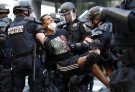 PROTESTI U SAD U Portlandu srušena statua prvog američkog predsjednika (VIDEO)