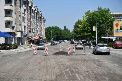 ZBOG ASFALTIRANJA Obustavljen saobraćaj u Ulici Majke Jugovića