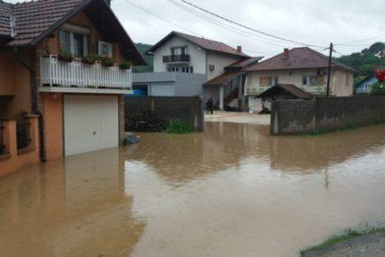 BITKA S VODOM Poplavljeno više od 20 domaćinstava, pokrenuta klizišta u tri MZ u Zvorniku (FOTO)
