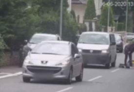 VANDALSKI NAPAD Mladić izašao iz auta, nasred ulice nokautirao čovjeka, pa ga ŠUTIRAO I GAZIO