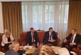 SASTANAK U BEOGRADU Zvaničnici Srpske razgovarali sa Lavrovim (FOTO)