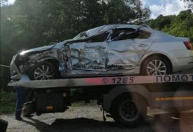 TEŽAK UDES Vozač iz Dervente završio u bolnici nakon sudara sa kamionom, obustavljen saobraćaj