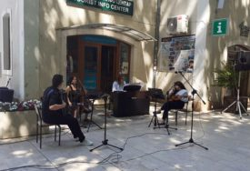 ZVUCI KLASIKE POD DUČIĆEVIM PLATANIMA Trebinjci obilježili svjetski dan muzike