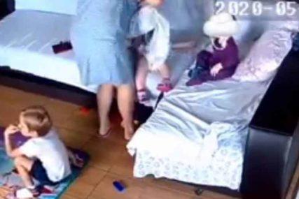 MALENA DJEVOJČICA NEUTJEŠNO PLAKALA Vaspitačica snimljena kako davi jednogodišnju bebu (VIDEO)