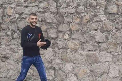 """""""NEMOJTE DA ME MALERIŠETE"""" Veljko Ražnatović uoči porođaja supruge nasmijan ispred kuće"""