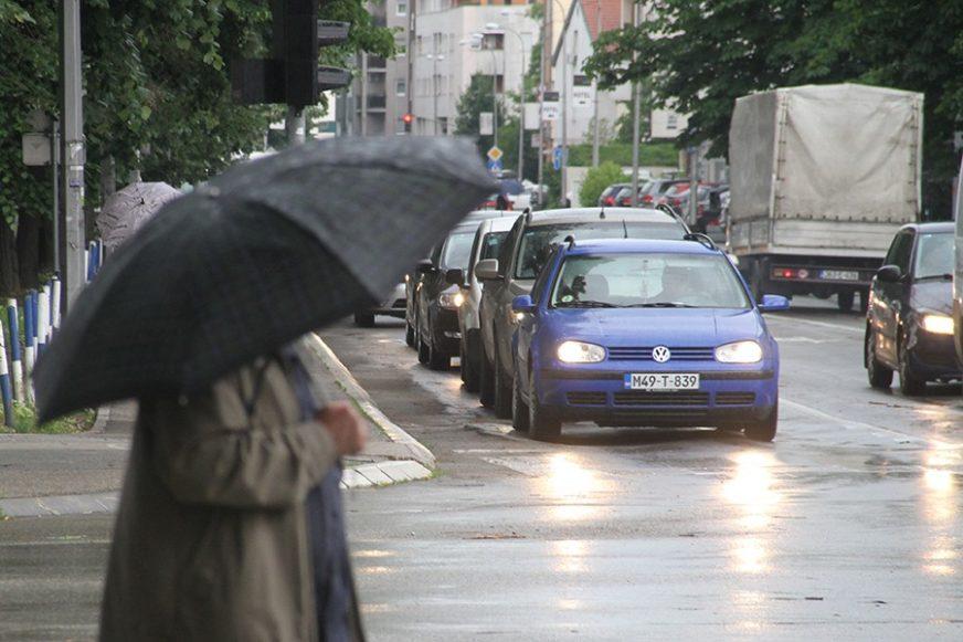 PRAVI JESENJI VIKEND Danas nas očekuje tmurno i oblačno vrijeme, mjestimično slaba kiša