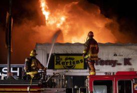 KALIFORNIJA U VATRI Širi se razorni požar, evakuacija naselja u toku