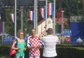 HRVATI IZ BiH MASOVNO IZAŠLI NA IZBORE Do sada glasalo 5.000 ljudi više nego prije 4 godine