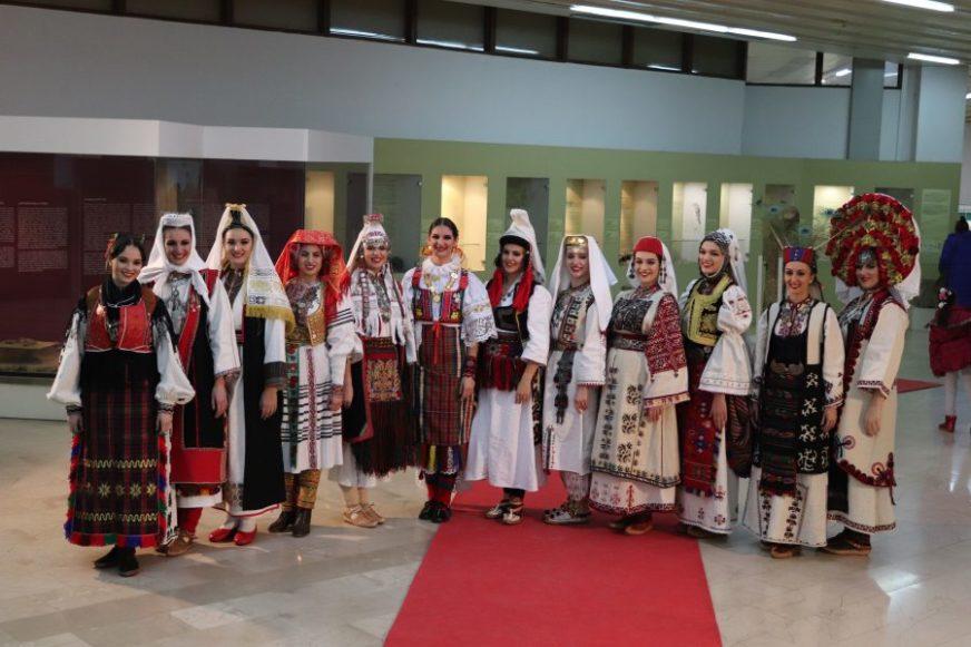 MALO, ALI IH IMA Mladi iz Istočnog Sarajeva ČUVAJU TRADICIJU i kulturno nasljeđe