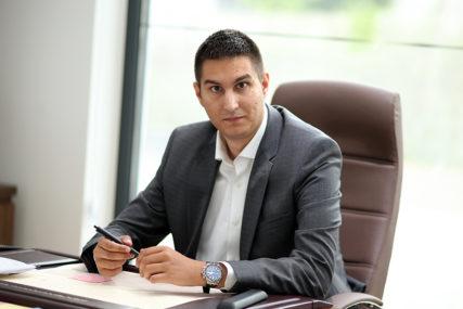 """""""Čekanje na vakcine KAO ČEKANJE NA GODOA"""" Glavaš poručuje da je Srpska daleko iza Srbije u svim segmentima"""
