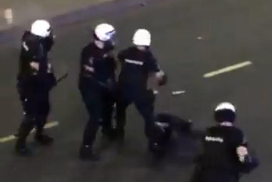 """""""HULIGANSKI NAPADI NA POLICIJU"""" U Srbiji je tokom protesta povrijeđeno 118 policajaca"""