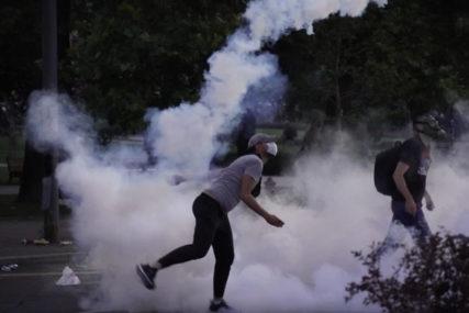 BEZBJEDNOST NA NISKOM NIVOU Tokom protesta u Srbiji povrijeđeno 28 novinara, snimatelja i fotografa