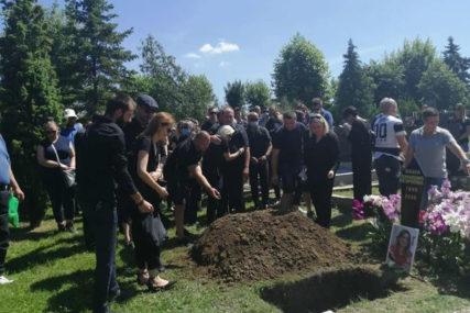 Bobana sahranjena uz BOLNU PJESMU, ono što je njen suprug uradio PARA DUŠU (VIDEO)