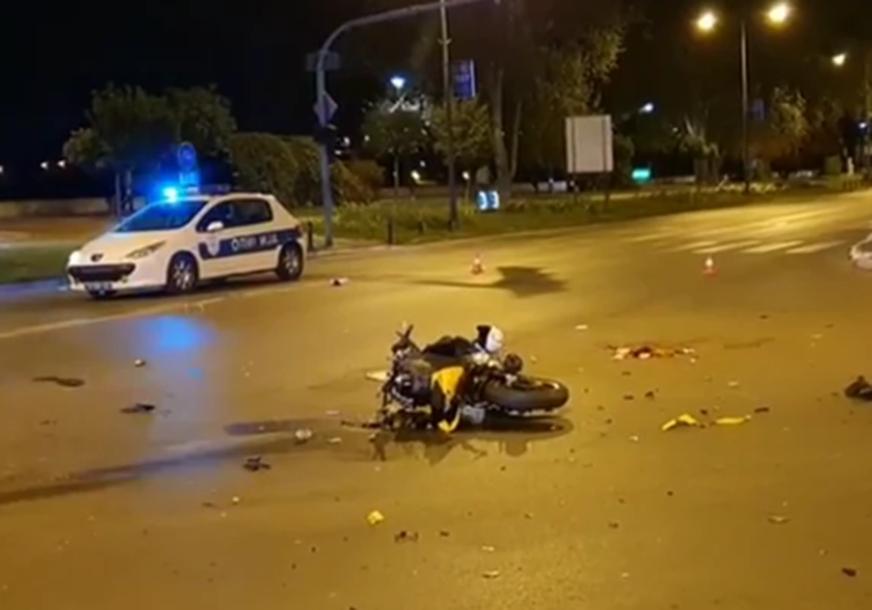 KACIGA SE PREPOLOVILA OD UDARCA Stravična nesreća u Novom Sadu, motorista prevezen u bolnicu (FOTO)