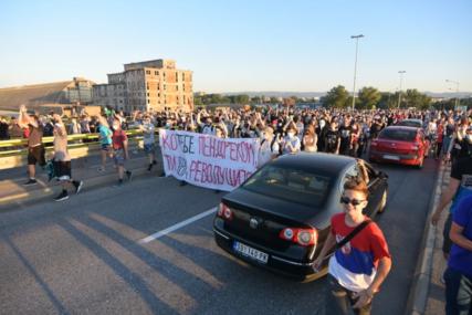 Demonstranti BLOKIRALI isključenje za autoput Beograd-Novi Sad