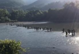 STRAVA PORED UNE Mještani pored rijeke pronašli izbodene migrante