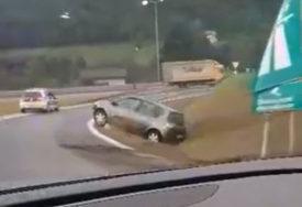 SAOBRAĆAJNA NESREĆA KOD SARAJEVA Udario u saobraćajni znak pa sletio s puta (VIDEO)