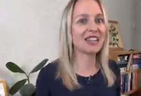NIJE OTIŠAO BEZ ODGOVORA Preslatki dječak UPAO U KADAR mami dok je radila intervju (VIDEO)