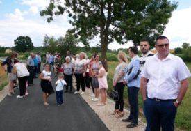 KRATKE DIONICE, VELIKI ZNAČAJ Asfaltiraju puteve u 13 sela u Potkozarju