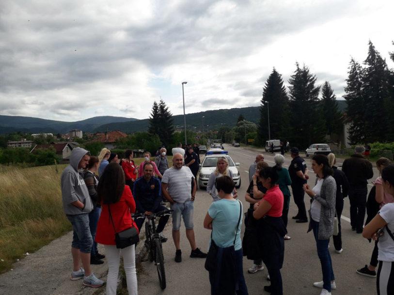 IMAJU VELIKI PROBLEM Mirni protest Drvarčana zbog tekstilnog otpada iz Italije