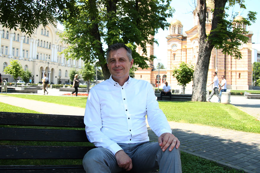 GRADONAČELNIK ZASUKAO RUKAVE Radojičić proteklog vikenda pravio paradajz sos (FOTO)