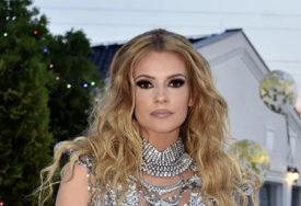 Pjevačica prošla kroz pakao u 2020. godini: Pukli joj silikoni, pala sa terase i preležala koronu