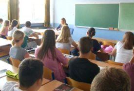 STIPENDIJA I PREVOZ ZA BRAVARE Upis srednjoškolaca u skladu sa planom u Kozarskoj Dubici