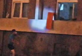 U Kragujevcu ESKALIRAO PROTEST: Razbijeni prozori na STANICI POLICIJE