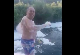 """""""PJENA PARTI"""" Mektić pokazao kako se kupa u Ukrini i IZAZVAO BURU (VIDEO)"""
