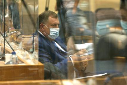 SVI TREBA JEDNAKO DA SNOSE TERET KRIZE Dodik: Plate narodnih poslanika svesti na prosječne tokom epidemije
