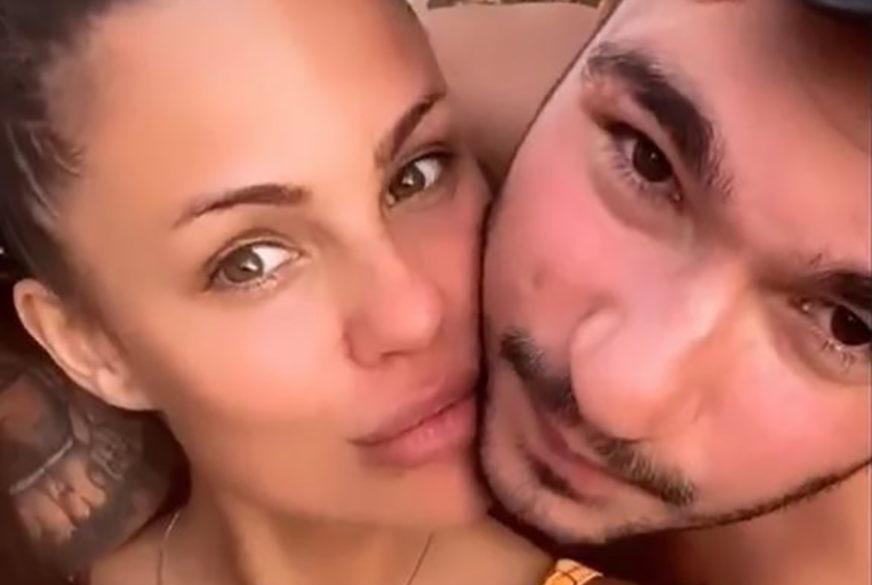 UŽIVAJU NA ODMORU Bojana Rodić u mini bikiniju pokazala prezgodno tijelo, nogom obgrlila Mirka (FOTO)