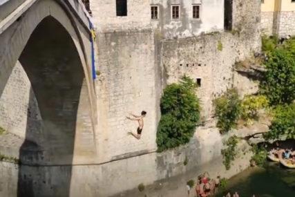 Završen takmičarski dio 455. skokova sa Starog mosta u Mostaru: Pobjednici Dragan Milnović i Emil Tiro (VIDEO)