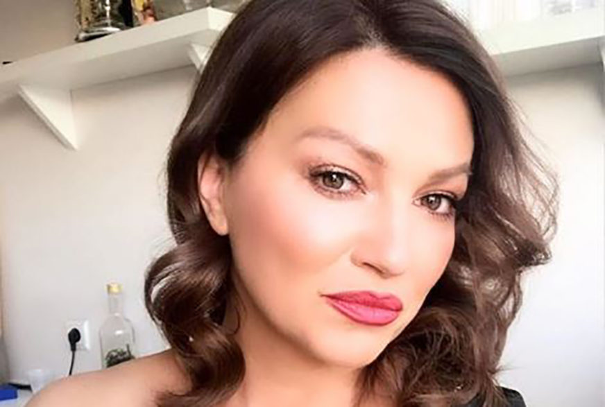 """""""PJEVAĆEMO SAMO POD TUŠEM"""" Nina Badrić komentarisala krizu na estradi (FOTO)"""