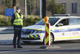 DIVLJALA PUTEVIMA Žena vozila automobil u pogrešnom smjeru, OŠTETILA POLICIJSKA VOZILA